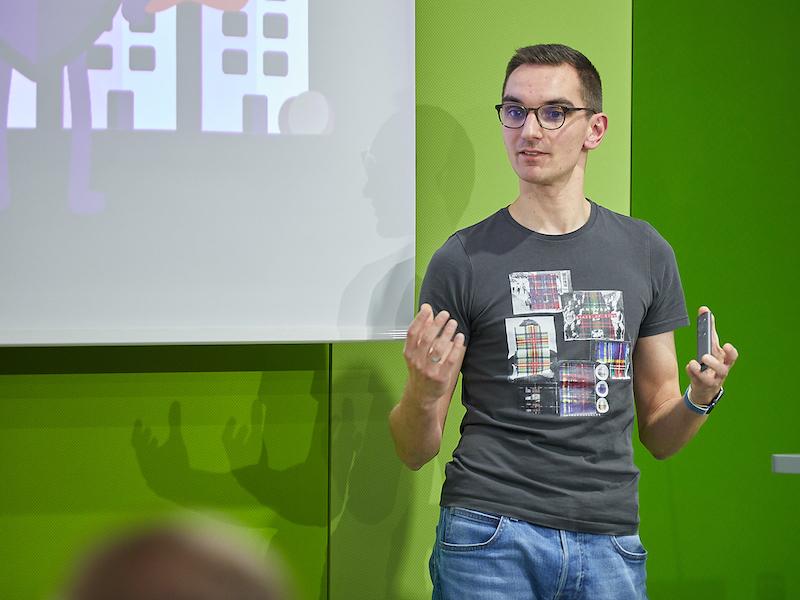 Me presenting at SPSMUC